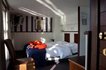 hotel brugge boat hotel de barge